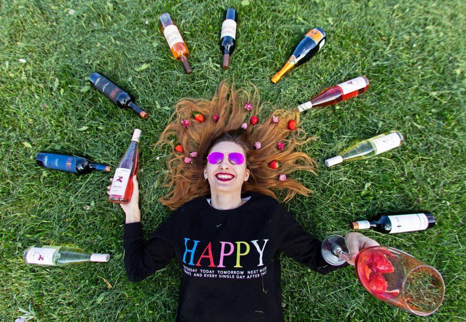 """(foto, video) """"Vinul nu se bea, vinul se savurează."""" Svetlana Matvievici promovează cultura și filosofia vinului pe TikTok"""