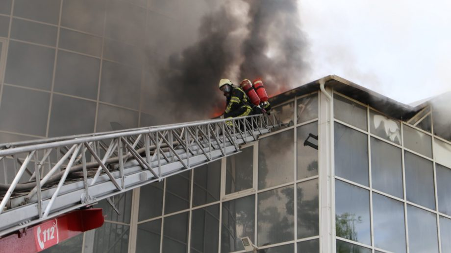 Pompierii lansează două versiuni ale izbucnirii incendiului de la Moldexpo. Care sunt acestea