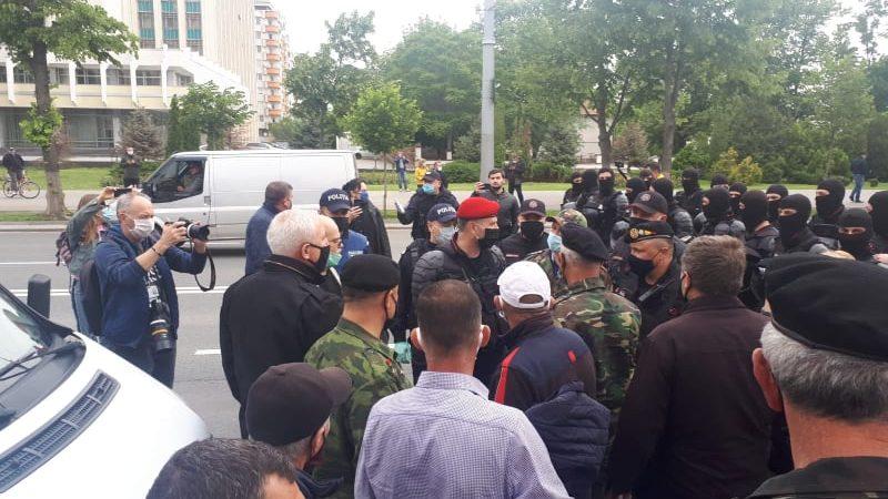 """(foto, video) Poliția, despre protestul din PMAN: """"Toate acțiunile ilegale admise au fost înregistrate și documentate"""""""