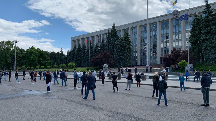 (live) Protestul angajaților economici din sectorul HoReCa în Piața Marii Adunări Naționale
