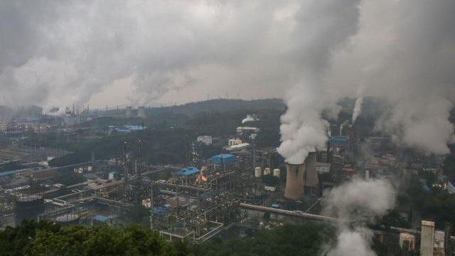 Emisiile de dioxid de carbon la nivel global din acest an ar putea să scadă cu 7 %