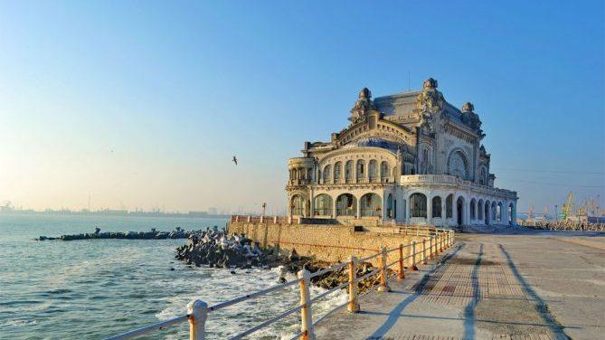 """România așteaptă turiști din 1 iunie. """"Peste 100 de hoteluri de pe litoral s-au deschis deja"""""""