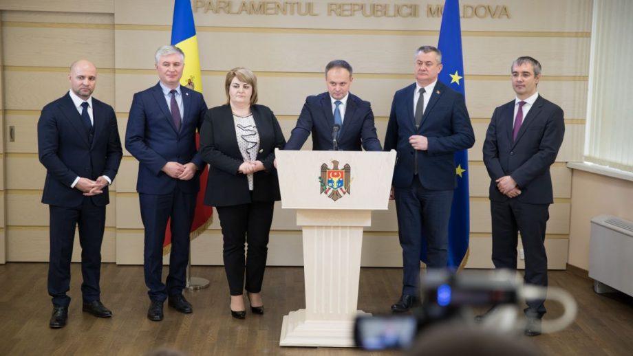 """Deputații Pro Moldova au fost testați negativ la COVID-19. """"Solicităm să terminăm cu izolarea abuzivă și ilegală a deputaților sănătoși"""""""