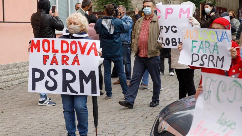 """(video) Proteste împotriva guvernării lui Dodon la toate sediile PSRM, susținute de către Partidul """"ȘOR"""""""