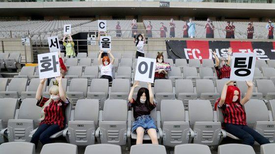 Echipa de fotbal Seoul a fost amendată cu 81 000 de dolari pentru că a pus în tribune păpuşi gonflabile