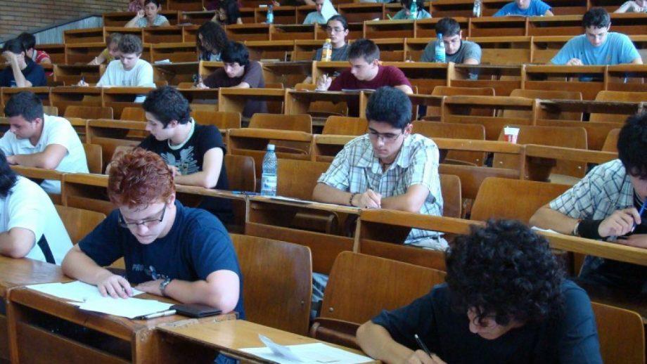 Elevii și studenții din Moldova care-și fac studiile în anii terminali în România nu mai sunt obligați să stea în carantină dacă trec hotarul