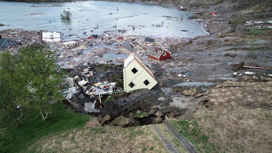 (video) O parte dintr-un sat din Norvegia s-a scufundat în mare din cauza alunecării de teren