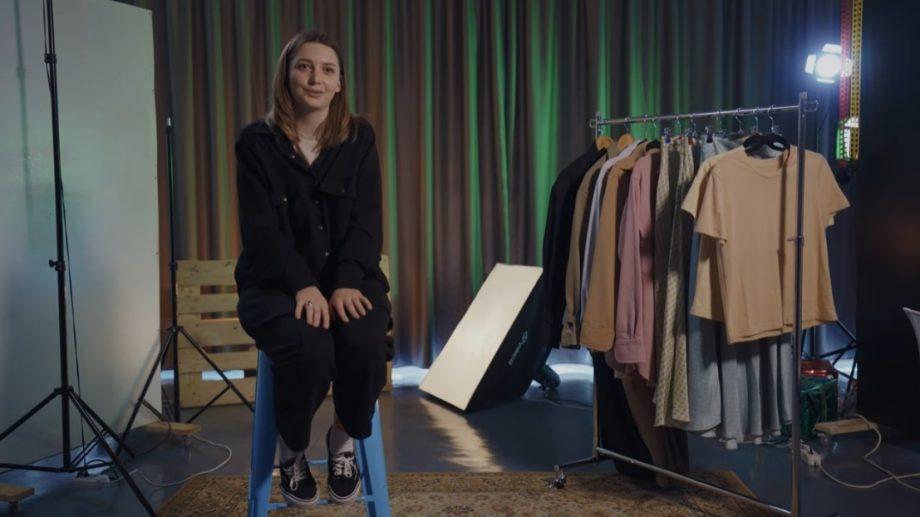 """(video) Minimalismul și feminitatea oversize-ului. Michely Moore povestește despre brandul """"Misha"""""""