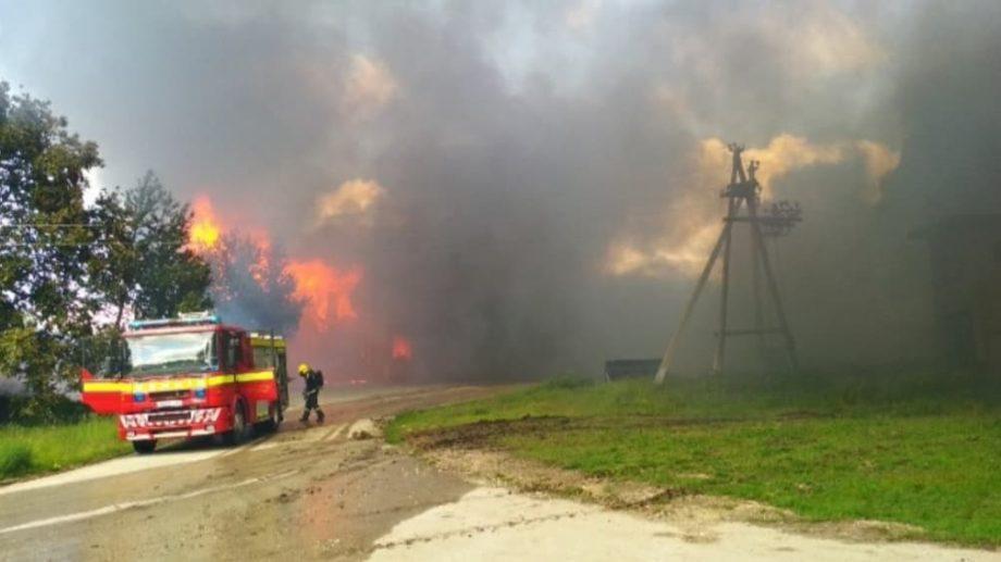 (video) Incendiu la o construcție frigorifică din raionul Ocnița. Flăcările au cuprins o suprafață de aproximativ 3 000 m²