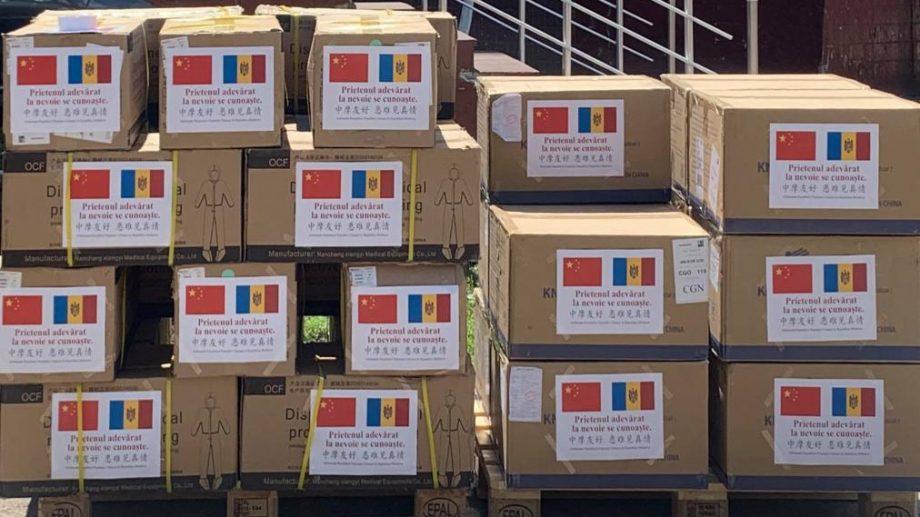 Un lot umanitar de 200 000 de măști a fost oferit Moldovei de către Republica Populară Chineză