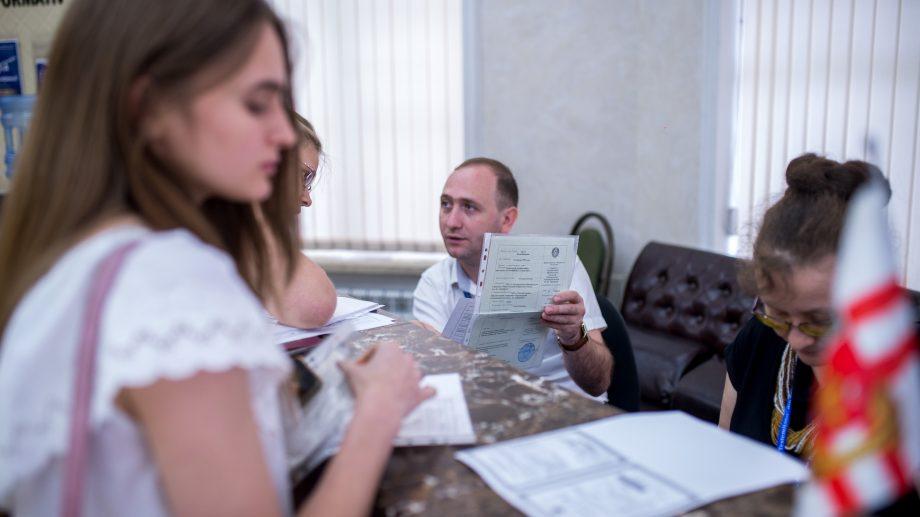 De ce documente ai nevoie și tot ce trebuie să știi dacă vrei să-ți faci studiile universitare în România