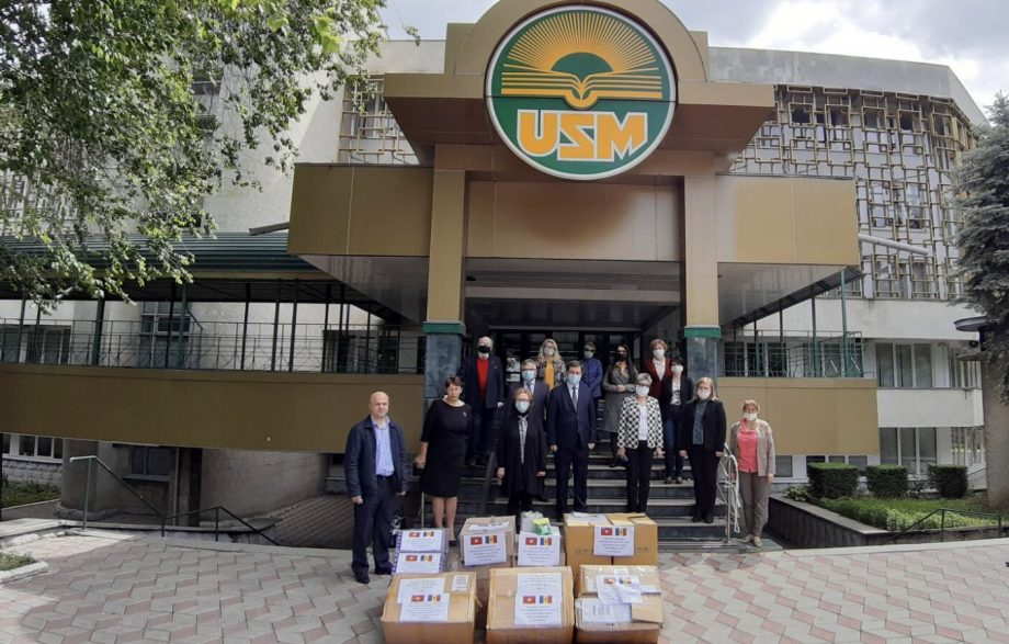 Asociația Studenților Vietnamezi ajută în lupta cu COVID-19 în Moldova. Tinerii au oferit un lot de 3 000 de măști și 2 000 de soluții dezinfectante