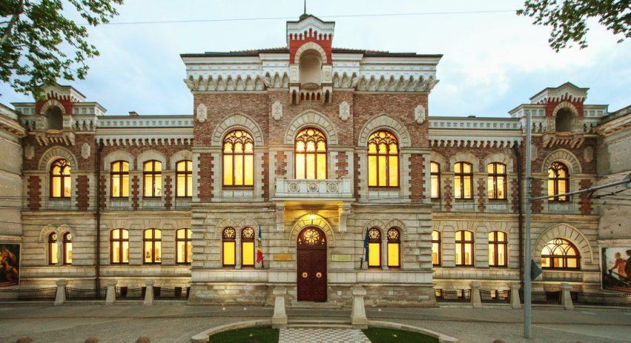 (foto) Muzeul Național de Artă al Moldovei își deschide ușile sălilor expoziționale pentru publicul larg