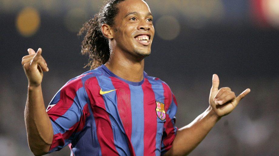 Ronaldinho vrea să se reapuce de fotbal la 40 de ani. Ar putea fi antrenat de Maradona