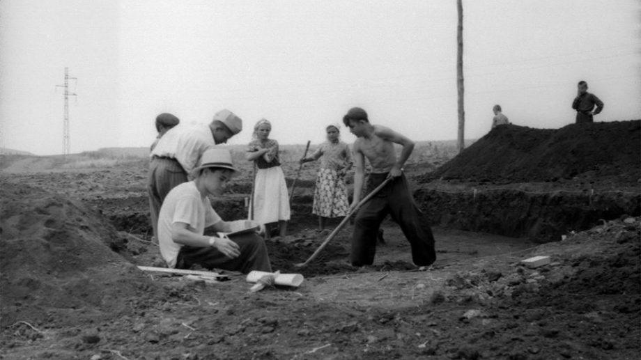 (foto) Călătorie în timp. Cum se desfășurau cercetările arheologice în Moldova în anii '50