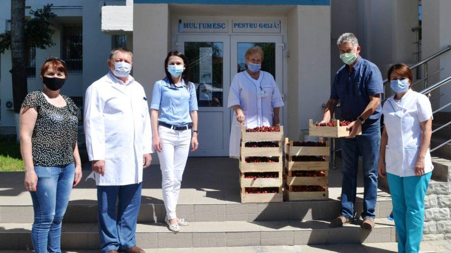 Campanie dulce la Chișinău: 10% din canitatea cireșelor vândute este distribuită gratuit medicilor din prima linie