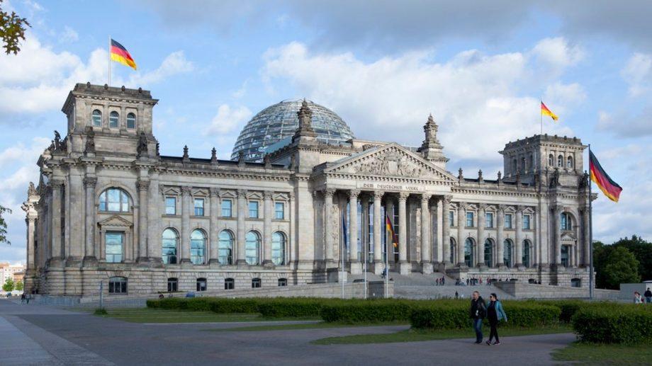 Parlamentul german te invită la un stagiu de practică și îți oferă o bursă lunară de 500 de euro. Cum poți participa