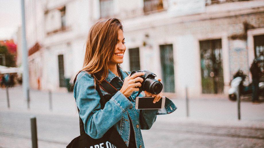 """Ești pasionat de fotografie? Participă la concursul """"Voluntariat prin obiectiv"""" și câștigă premii de până la 2 000 de lei"""