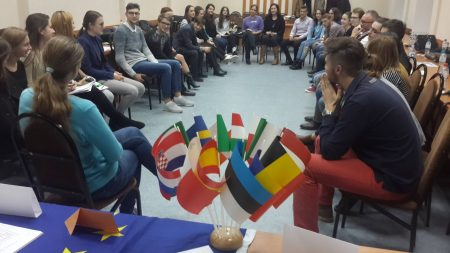 """(video) """"Voi face tot posibilul"""". Renato Usatîi negociază redeschiderea cinematografului Patria, la Bălți"""