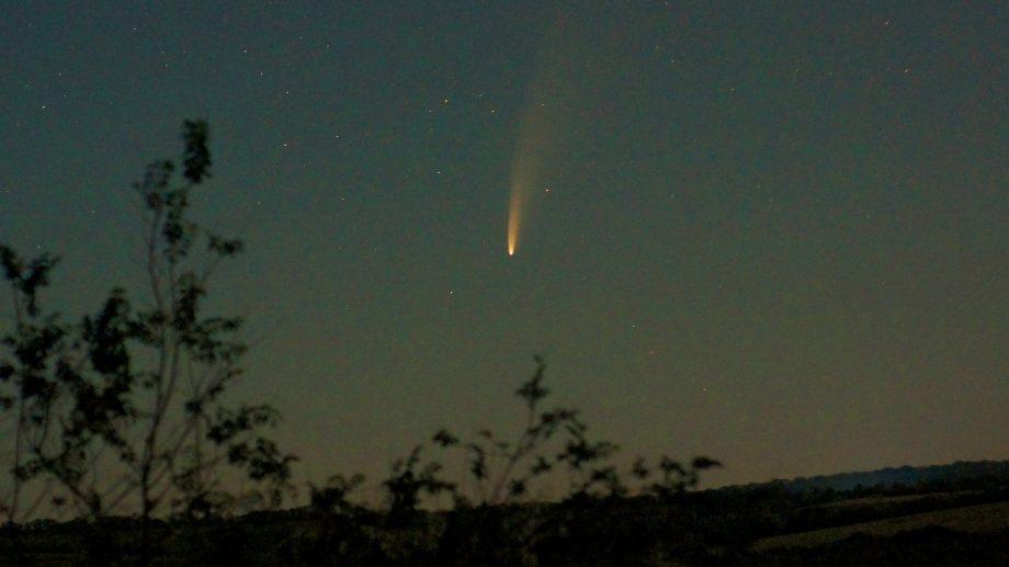 (foto) Un fotograf din Chișinău a surprins zborul unei comete deasupra capitalei