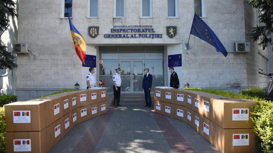 Ambasada Chinei de la Chișinău a donat 90 000 de măști Inspectoratului General al Poliției