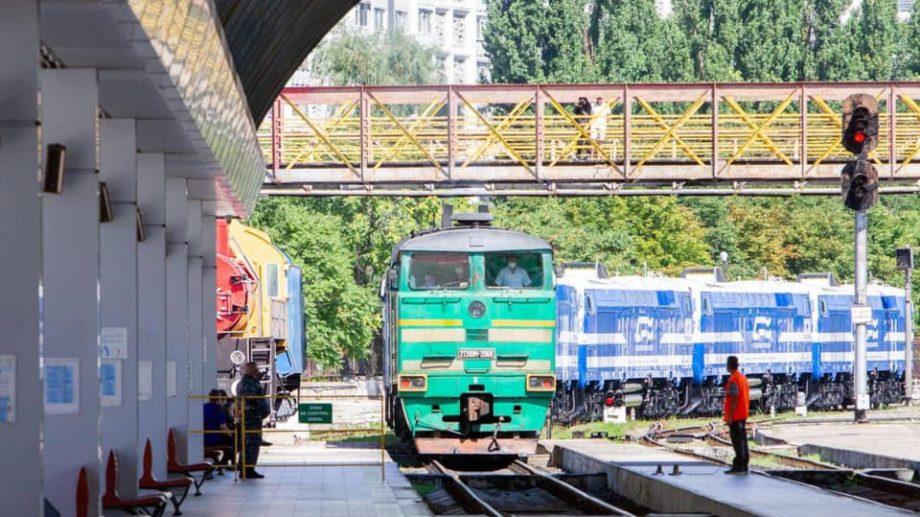 (foto, video) În Moldova au ajuns primele șase dintre cele 12 locomotive procurate din Kazahzstan