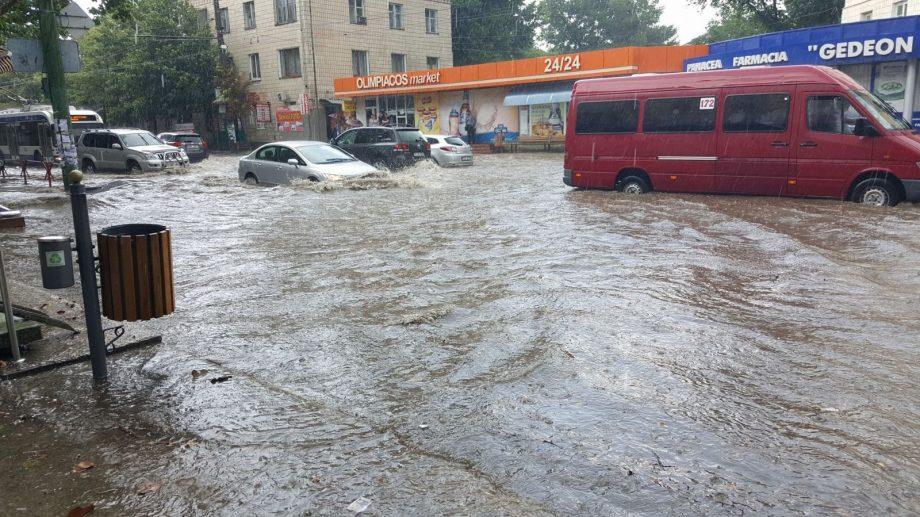 """Ion Ceban, despre inundațiile din Chișinău: """"Gurile de captare sunt puse de frumusețe, ele pur și simplu nu există"""""""
