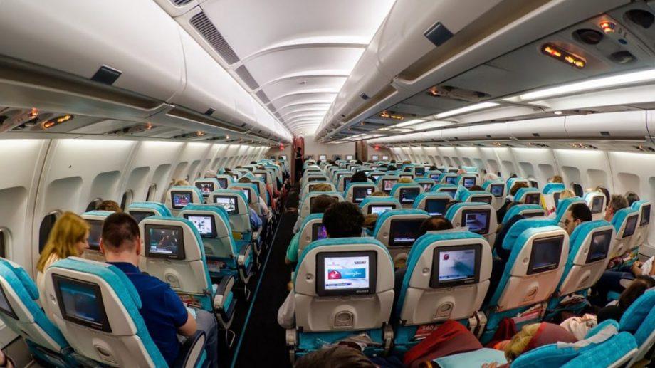 (doc) Un cercetător american a aflat care este riscul de infectare cu COVID-19 la bordul unui avion