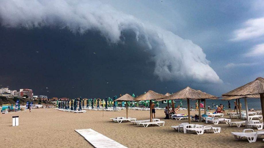 """(foto) Un nor de tip Shelf a fost surprins în România. """"Vânătorii"""" de furtuni din Constanța nu au ezitat să facă fotografii"""