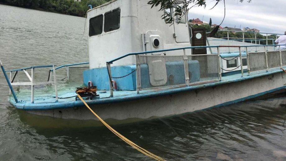 Mai mulți litri de produse petroliere s-au scurs în râul Nistru. Incidentul s-a întâmplat după ce o barcă a fost avariată