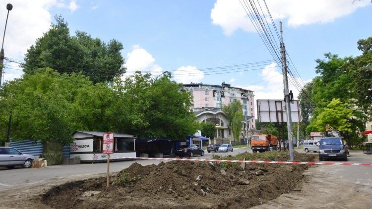 (foto) Un nou scuar va fi amenajat la Chișinău. Intrarea în Valea Morilor, din partea Moldexpo, va fi reabilitată