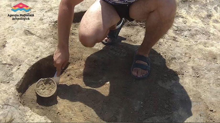 (video) Arheologii au descoperit la Cobai un vas din mileniul al V-lea înainte de Hristos