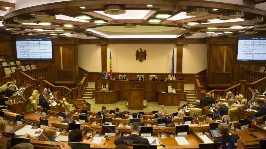 (video) Privește live ședința parlamentului. Deputații vor dezbate 35 de proiecte de lege