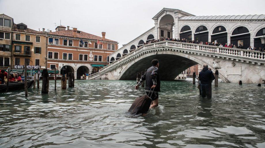 Veneţia va putea fi protejată de inundaţii datorită unui sistem de cutii speciale umplute cu apă