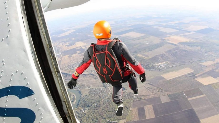 (foto, video) Doză maximală de adrenalină. Cât te costă un salt cu parașuta în Moldova și ce trebuie să știi înainte de a o face