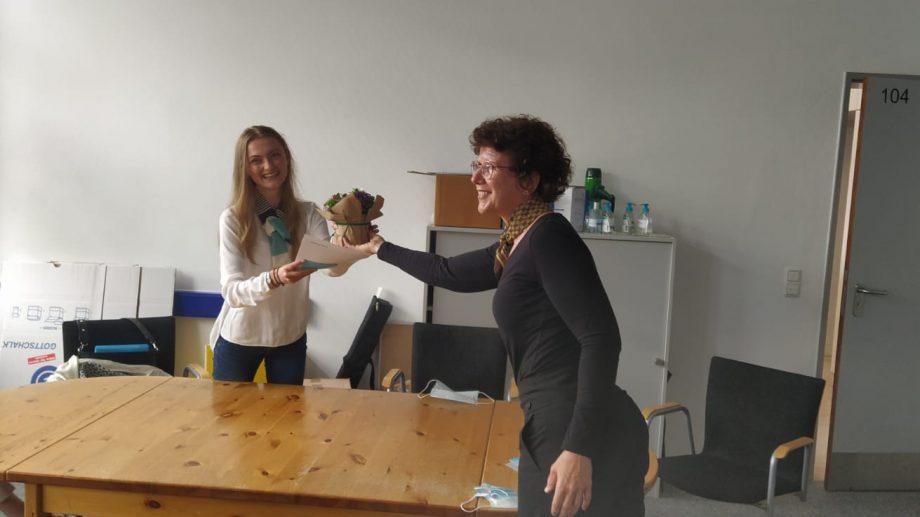"""""""Un fel de BAC la domiciliu cu camere de filmat."""" O tânără din Moldova povestește cum are loc un concurs online pentru elevi în Germania"""