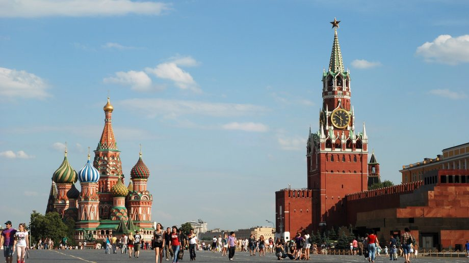 Începând cu 15 iulie, Federația Rusă anulează obligativitatea de autoizolare pentru 14 zile la intrarea în țară