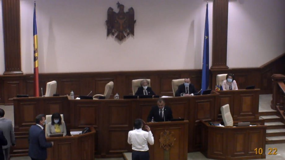 PAS și PPDA au părăsit plenul parlamentului în timpul prezentării angajării răspunderii guvernului