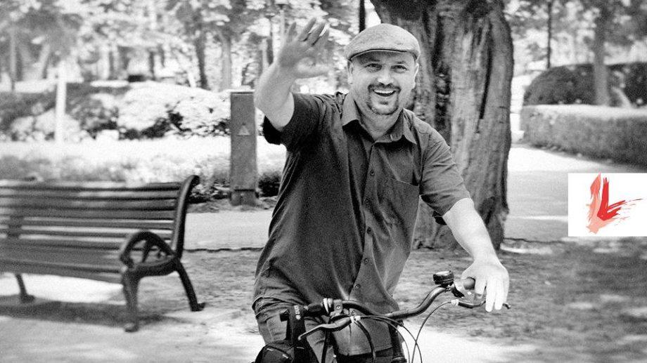 Participă la o excursie pe biciclete prin Chișinău, ghidată de scriitorul Dumitru Crudu