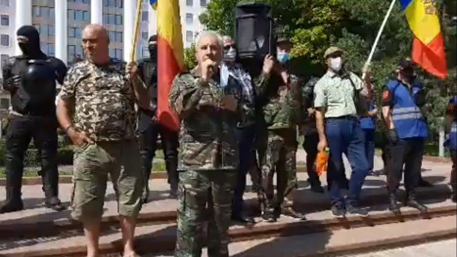 (video) Proteste în centrul Capitalei. Veteranii Războiului de pe Nistru au blocat bulevardul Ștefan cel Mare și Sfânt