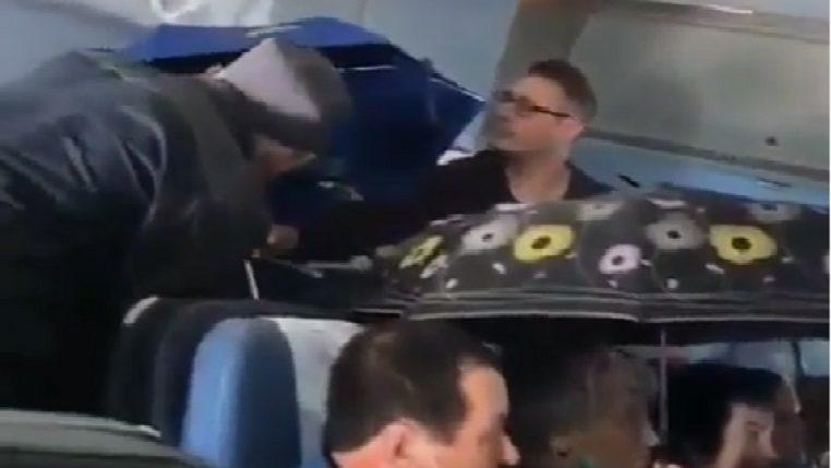 (video) În avion cu umbrele. Într-o aeronavă din Rusia curgea apă din acoperiș
