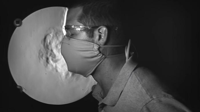 (video) Experiment util. De ce trebuie să purtăm măștile de protecție împotriva virusului COVID-19