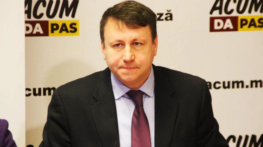 Igor Munteanu a sesizat CC privind câteva aspecte ale asumării de răspundere a guvernului Chicu
