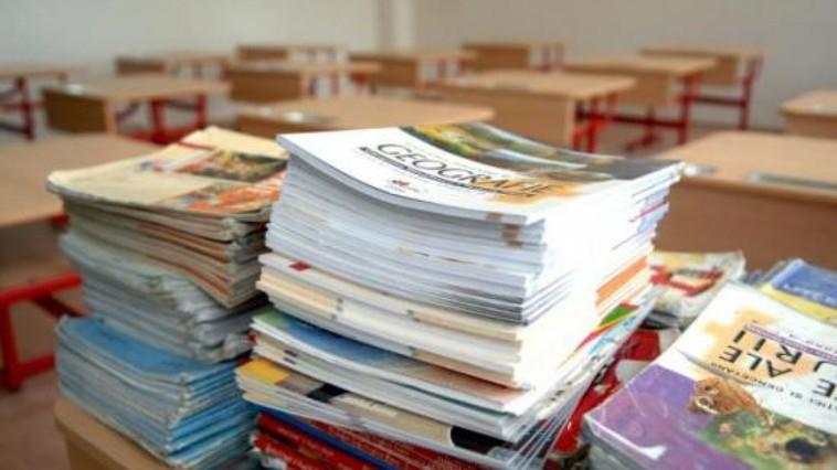 Elevii din treapta gimnazială vor beneficia de manualele școlare în mod gratuit