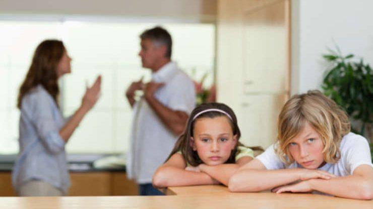 Cu cine poate trăi, după divorțul părinților, copilul care a împlinit 14 ani