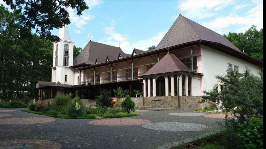 Mănăstirile din Moldova. Cum ajungi acolo și ce poți vedea (partea I-a)