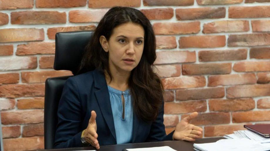 """Fosta ministră a justiției: """"Vreți să vedeți cum mai zboară un miliard de dolari din Moldova? Urmăriți acțiunile lui Dodon"""""""
