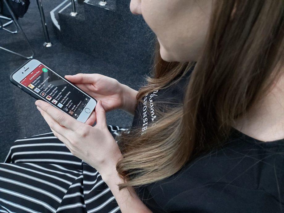 """Află cum poţi fi informat despre sănătate prin intermediul aplicaţiei mobile """"HY hub"""""""