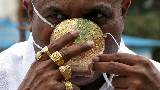 Un indian şi-a comandat o mască din aur pentru a se proteja de COVID-19. Aceasta costă aproximativ 4 000 de dolari