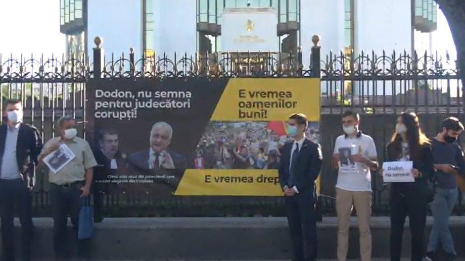"""(video) PAS a organizat un protest în fața Președinției: """"Dodon, nu semna pentru judecători corupți"""""""